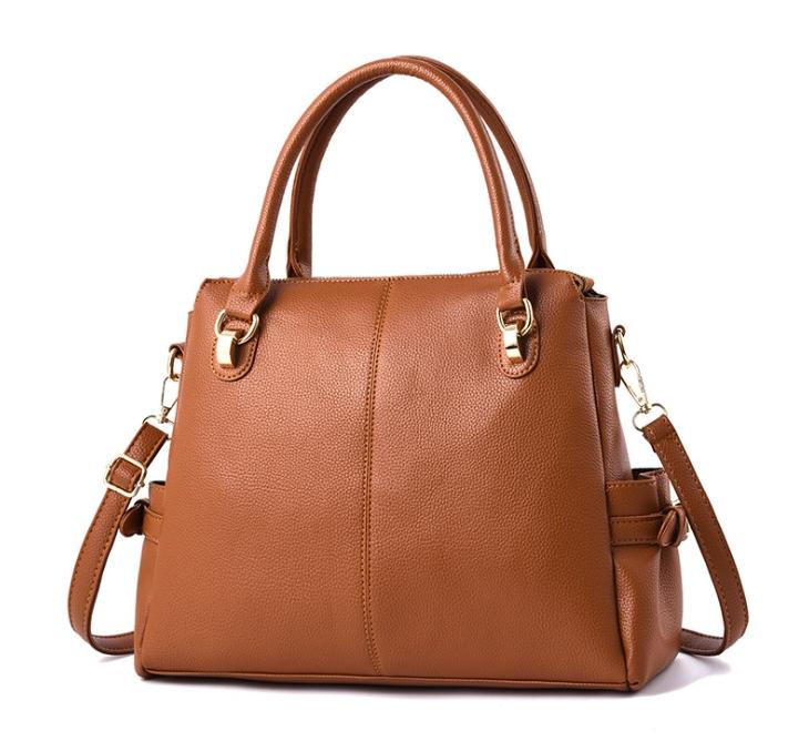 [ พร้อมส่ง ] - กระเป๋าถือ/สะพาย สีน้ำตาล ทรงหมอน ดีไซน์สวยเก๋เท่ๆ ดูดี งานหนังสวยค่ะ