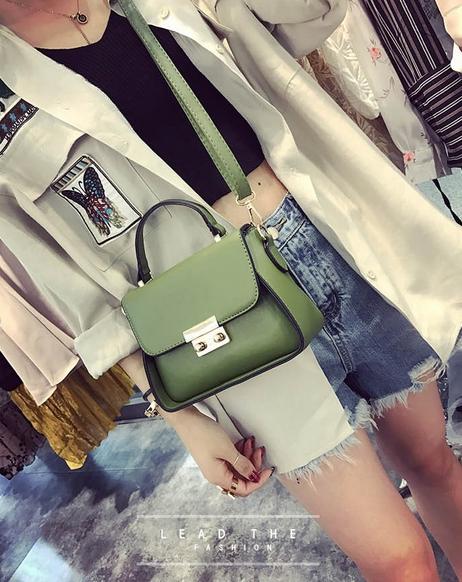 [ Pre-Order ] - กระเป๋าแฟชั่น ถือ/สะพาย สีเขียว ทรงสี่เหลี่ยม ใบเล็กกระทัดรัด ดีไซน์สวยเรียบหรู ดูดี งานหนังคุณภาพ คุ้มค่าการใข้งาน