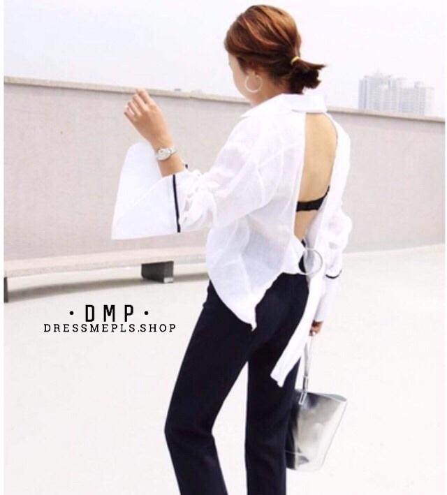 เสื้อผ้าเกาหลีพร้อมส่ง เสื้อเชิ้ตสีขาว ดีเทลเว้าหลัง