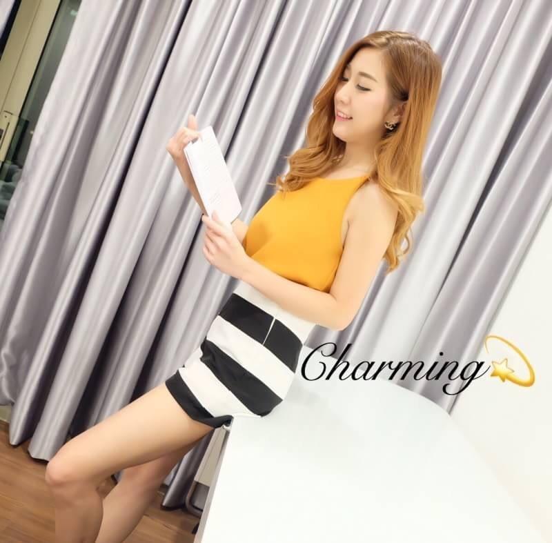 เสื้อผ้าแฟชั่นเกาหลีพร้อมส่ง เสื้อสายเดี่ยวสีเหลืองมาพร้อมกางเกงลายทางขาว-ดำ