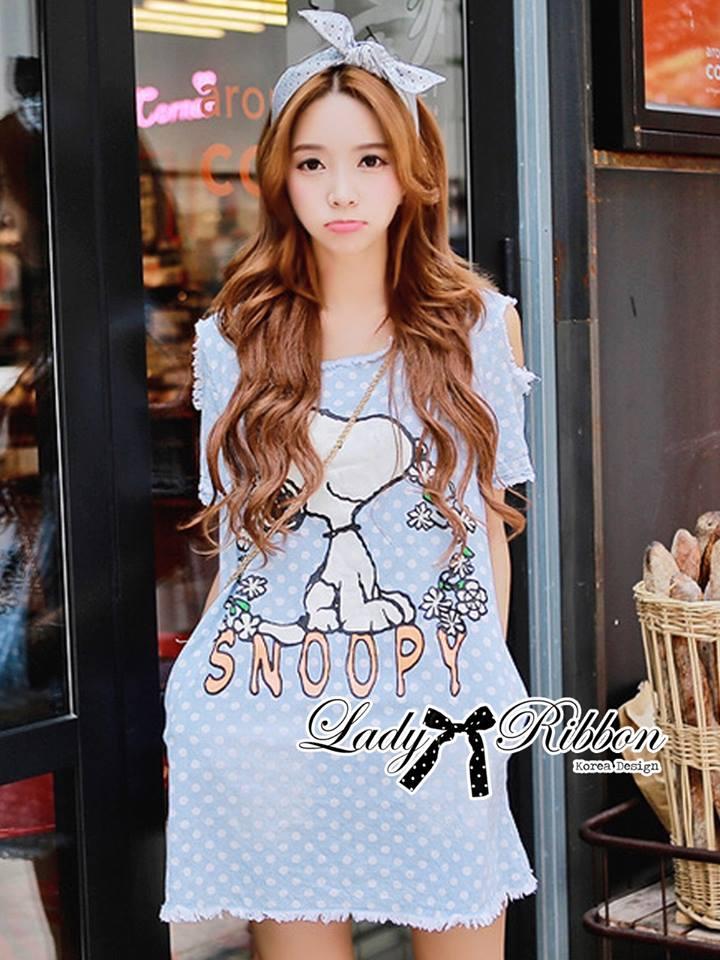 ( พร้อมส่งเสื้อผ้าเกาหลี) มินิเดรสยีนส์เว้าไหล่ ตัวเดรสเป็นยีนส์พิมพ์ลาย snoopy พื้นพิมพ์ลาย polka dot น่ารักมากค่ะ เล่นดีเทลชายรุ่ยเซอร์ๆ ใส่ได้ในชีวิตประจำวัน