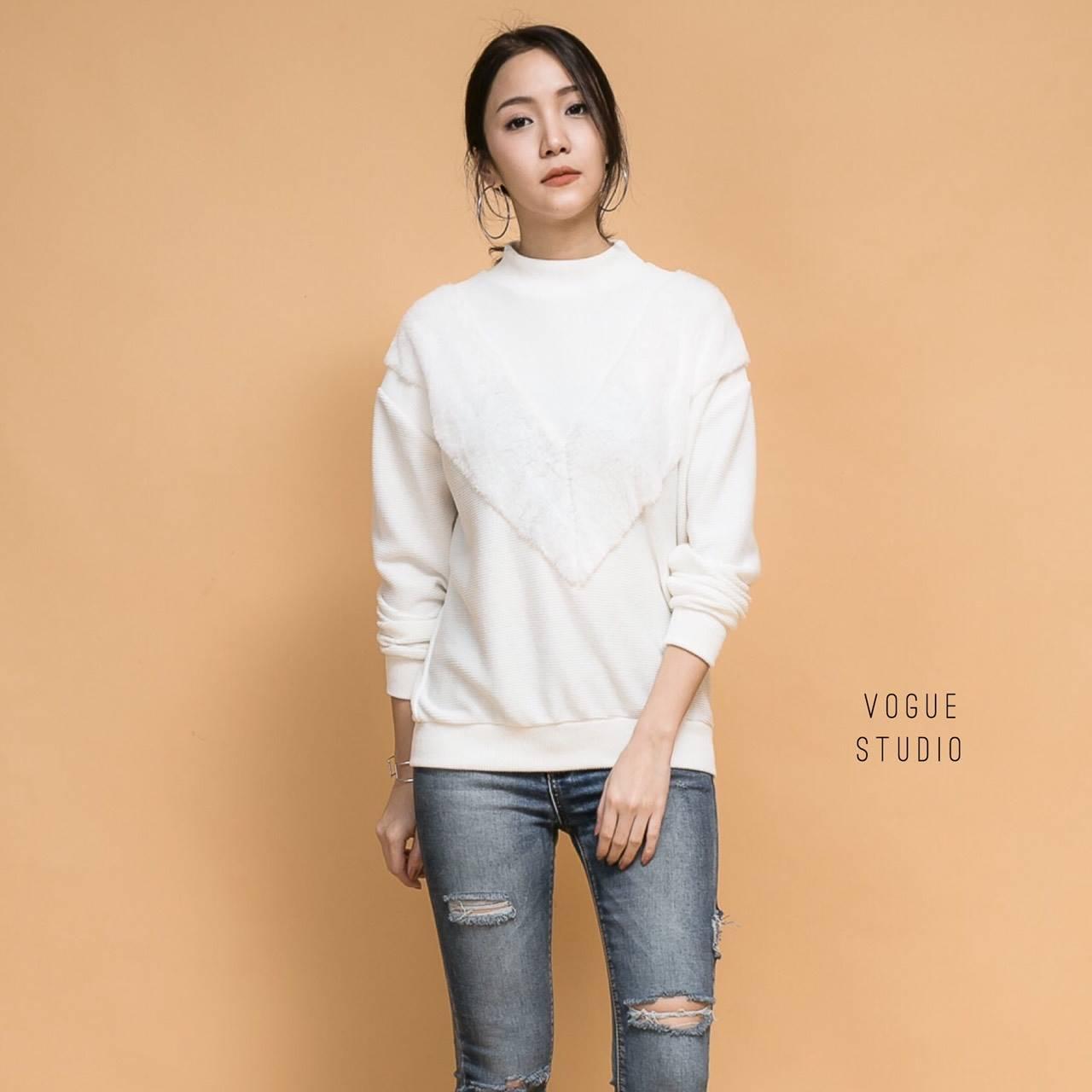 เสื้อผ้าเกาหลีพร้อมส่ง เสื้อจั๊มเปอร์แขนยาก แต่งแถบขน V
