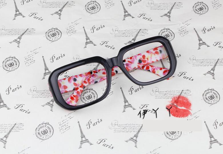 แว่นตาแฟชั่นเกาหลี กรอบดำดอกไม้แดง (ไม่มีเลนส์)
