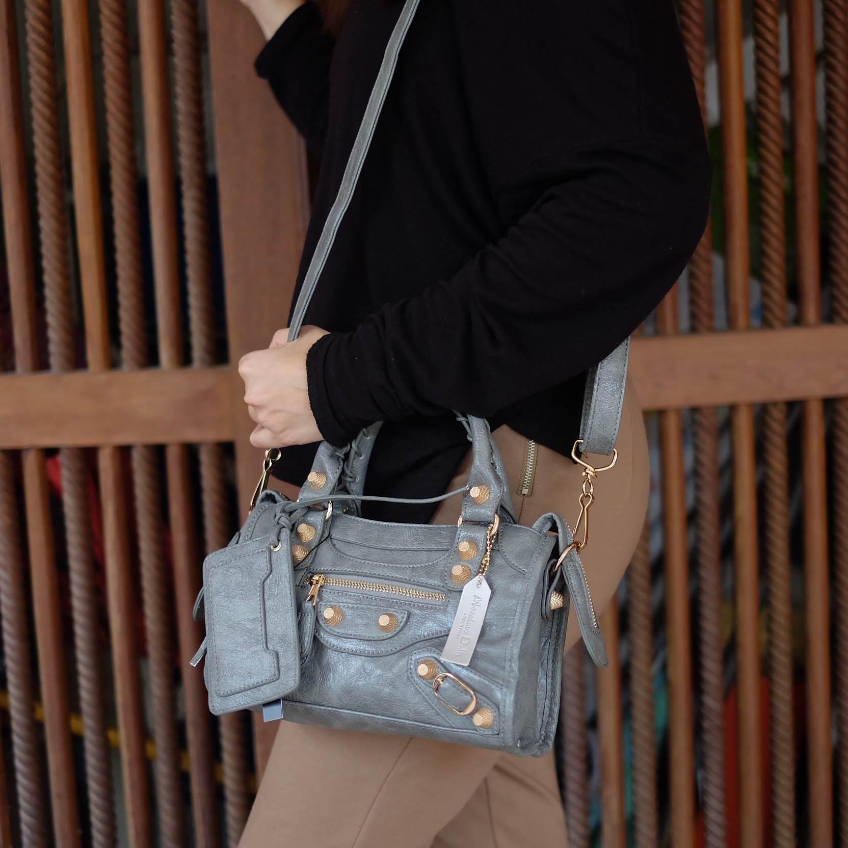 กระเป๋าทรงสุด ฮิตจาก Massimo Dutti ขนาดมินิ สะพายแล้ว ได้ look cool มากค่า
