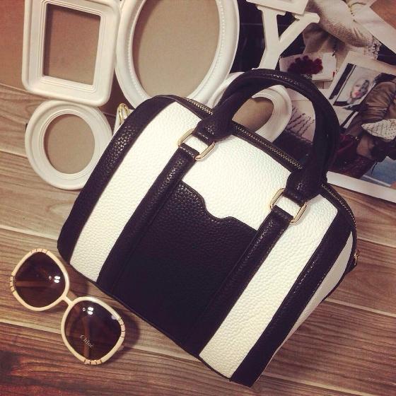 กระเป๋าถือ สะพายใหล่ ทรงกระบอก หนังนิ่ม สี ขาว/ดำ แบบใหม่