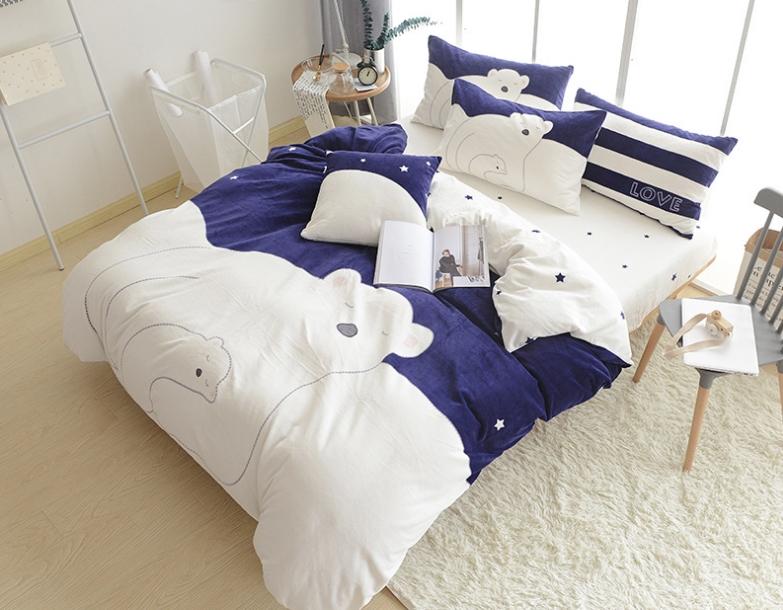 ผ้าปูที่นอนลายหมี สีขาว-น้ำเงิน ลายจุดรูปดาว