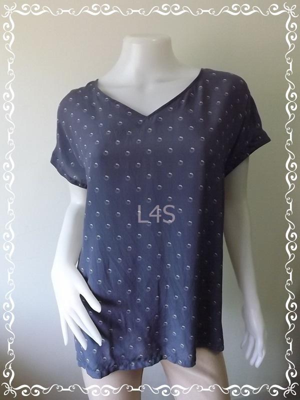 BN4165--เสื้อผ้ามือสอง //เสื้อแฟชั่น silk นำเข้า แบนรด์ UNIQLO อก 44 นิ้ว