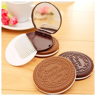 Cocoa Cookies Mirror กระจกพกพาพร้อมหวี รุ่นคุ้กกี้แสนน่ารัก