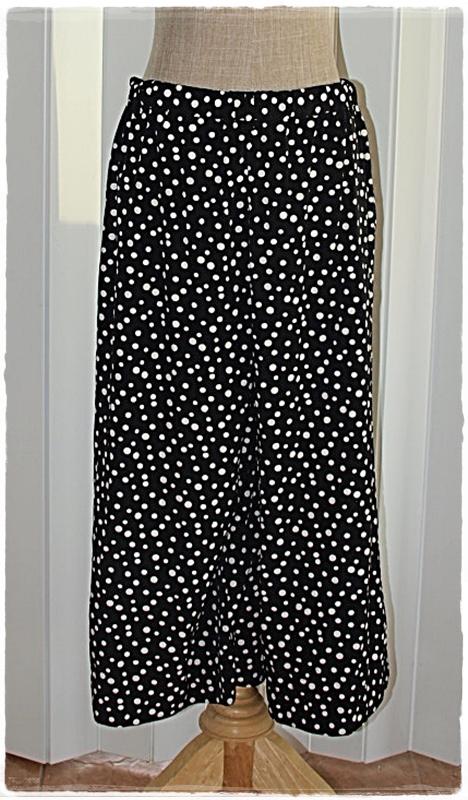 Uniqlo กางเกง เอวจั๊ม สีดำ ลายจุด สีขาว