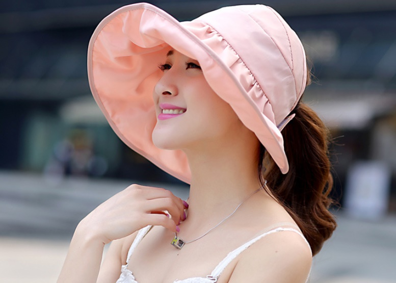 หมวกแฟชั่นพร้อมส่ง : หมวกปีกบานกว้างกันแดดสีชมพูอ่อน พักเก็บง่ายแบบสวยน่ารักๆจ้า