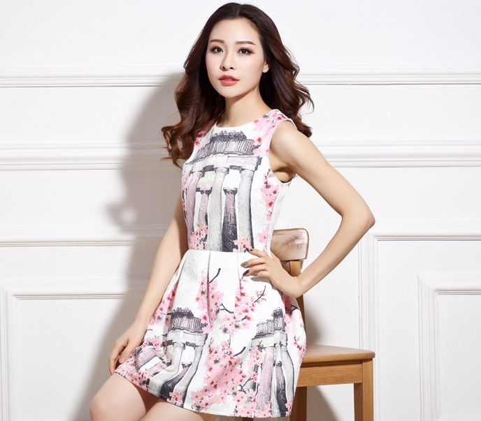 ชุดเดรสสั้นสีชมพูพิมพ์ลายดอกไม้สวยๆ ผ้าคอตตอนลายดอกในเนื้อผ้า แขนกุด เอวเข้ารูป ช่วงเอวจับจีบทวิส M L XL