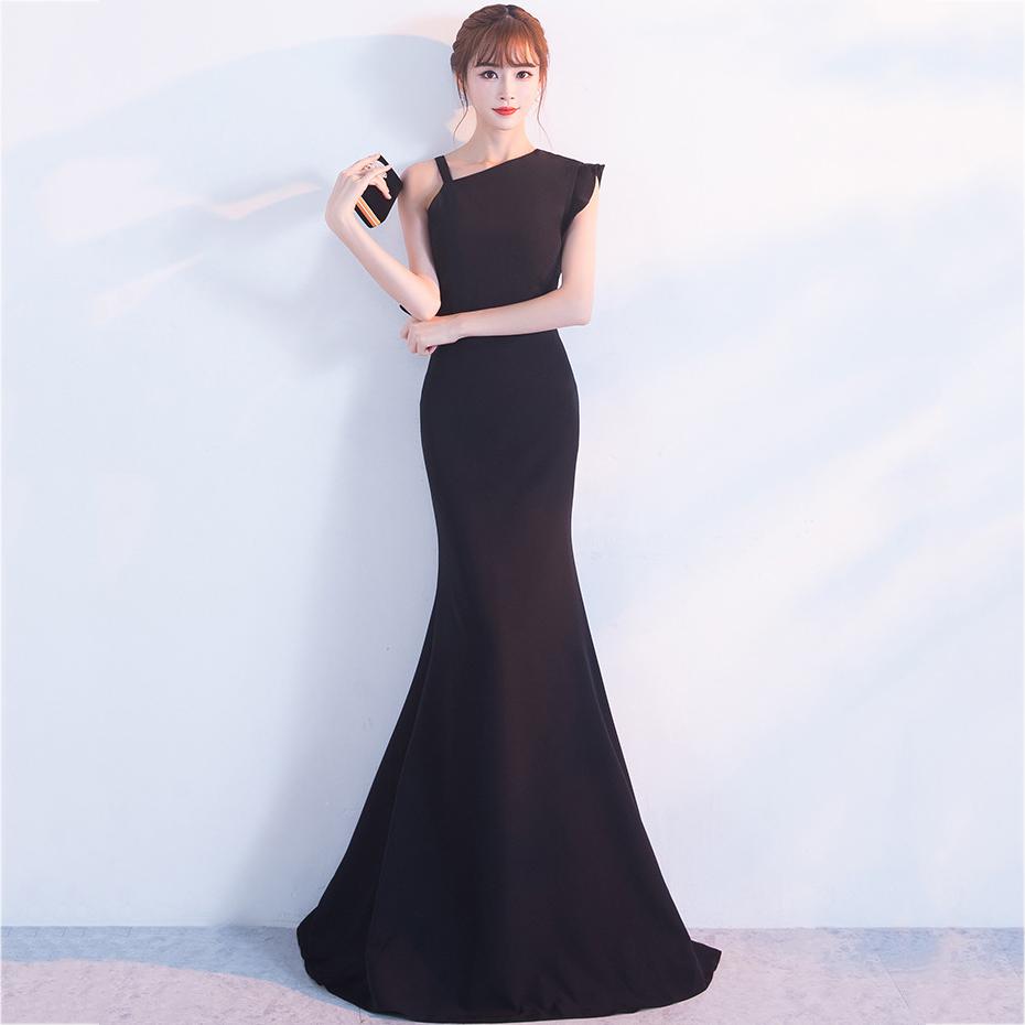 ชุดราตรียาวสีดำ ไหล่เฉียงข้าง สาวๆที่กำลังหาชุดออกงาน / ชุดไปงานแต่งานสไตล์เรียบหรู สวยหรู ดูดี