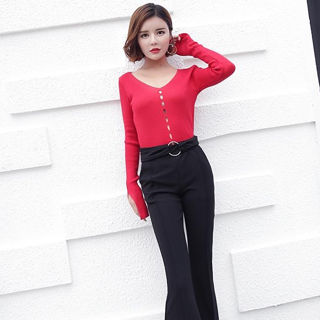 เสื้อแฟชั่นเกาหลีสีแดง แขนยาว เข้ารูป ฉลุลาย ลุคสวยเก๋ ดูดี
