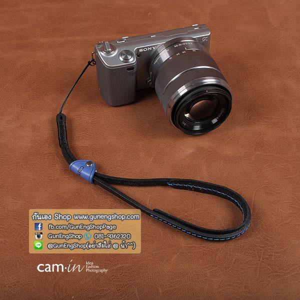สายกล้องคล้องมือหนังแท้ รุ่น Cam-in Cool Wrist Strap สีดำด้ายน้ำเงินยางน้ำเงิน