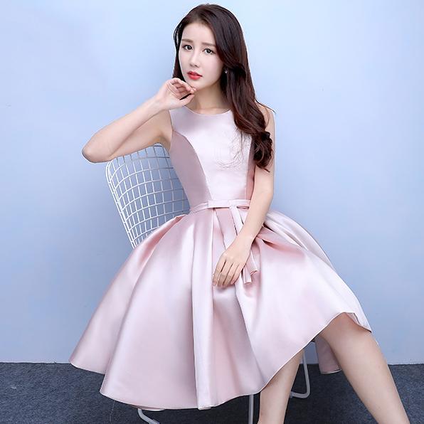 ชุดราตรีสั้นสีชมพู คอกลม แขนกุด กระโปรงทรงบาน แนวชุดออกงานเรียบหรู สวยหวาน ดูดี ราคาไม่แพง