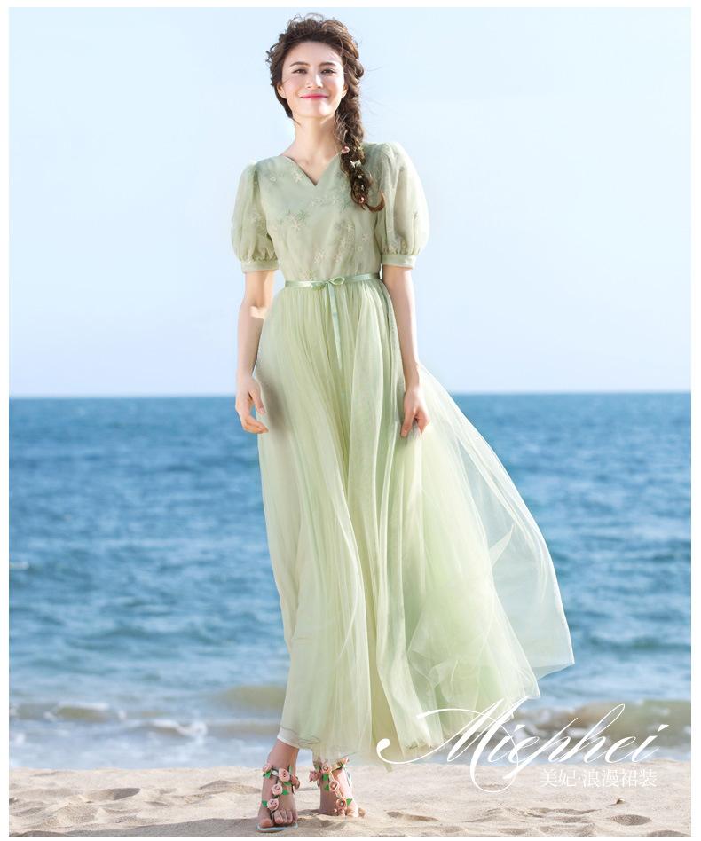 ชุดเดรสยาวสีเขียวสวยหวานสไตล์เกาหลี เสื้อผ้าลูกไม้ปักลายดอกไม้เย็บติดกับกระโปรงผ้าตาข่าย