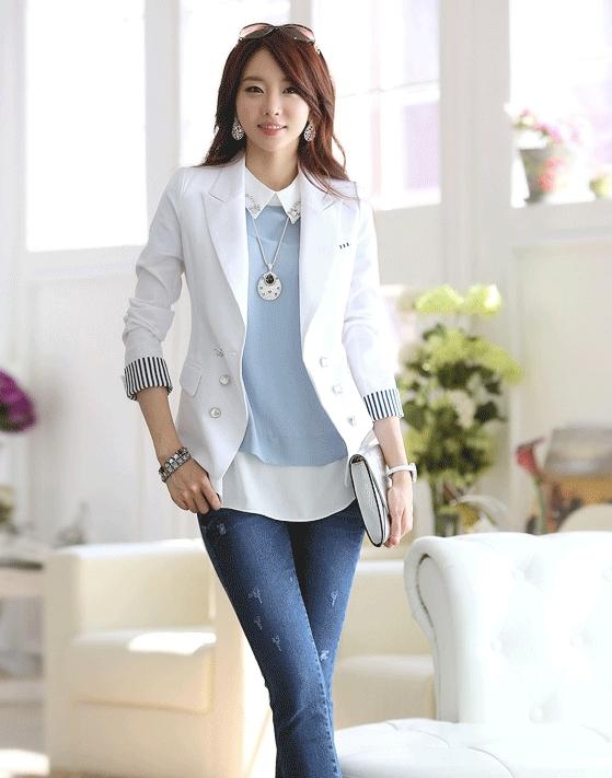 (สินค้าหมด) เสื้อสูทแฟชั่น เสื้อสูทผู้หญิง สีขาว คอปก แต่งแขนพับลายทาง
