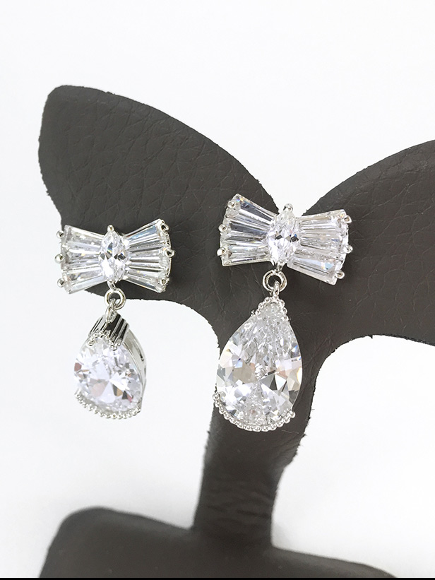 Cherish Crystal Earring ต่างหูแฟชั่นเกาหลี ตุ้มหูห้อย สีเงิน คริสตัลเพชร CZ พร้อมส่งค่ะ