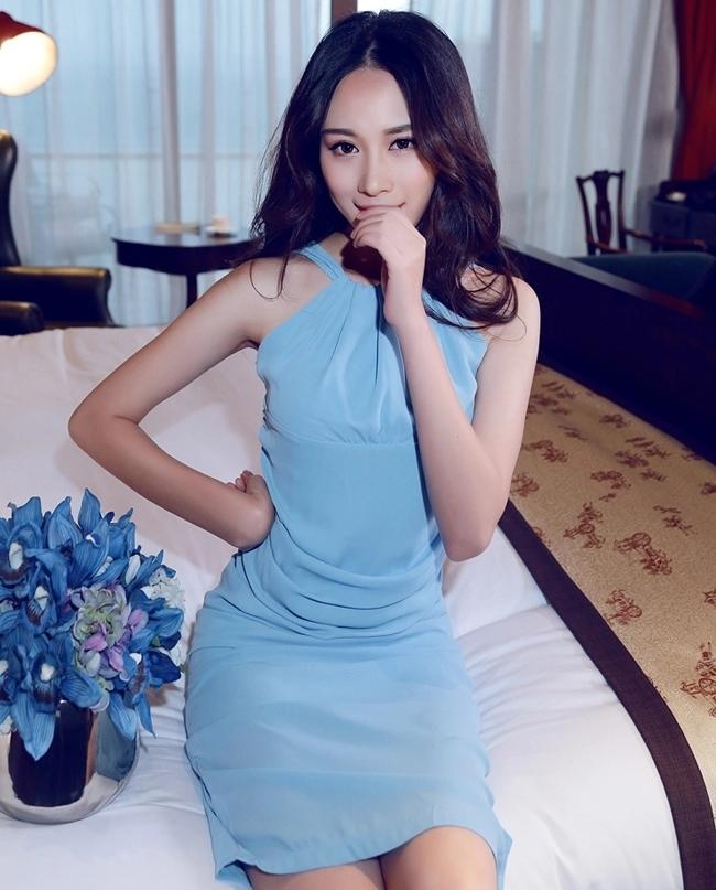 ชุดเดรสออกงาน ชุดไปงานสีฟ้า แขนกุด เข้ารูป ลุคเรียบหรู สวยหวาน ใส่ได้ทางงานกลางวัน/งานกลางคืน