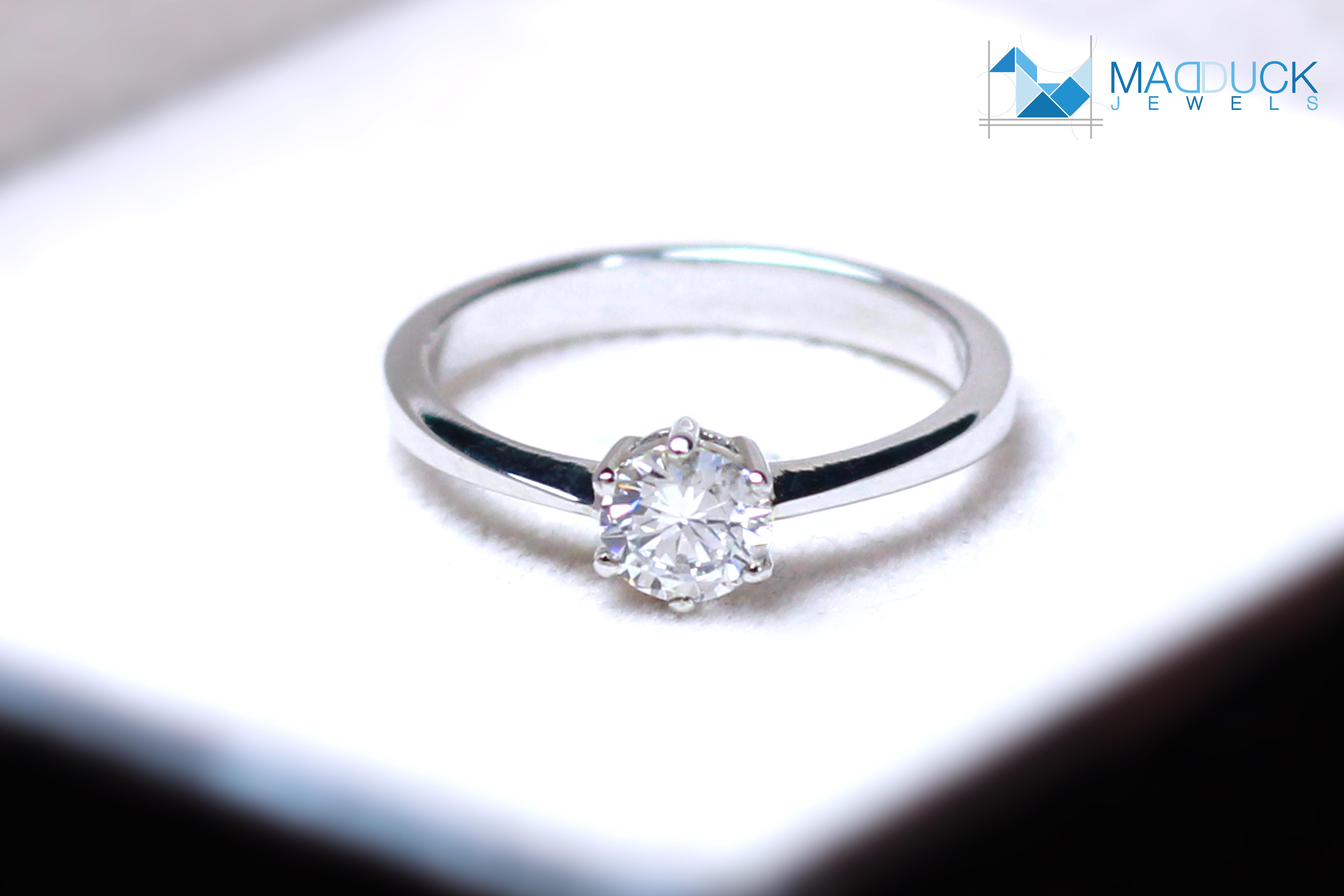 แหวนเงินแท้ เพชรสังเคราะห์ ชุบทองคำขาว รุ่น RG1505 0.50 Carat