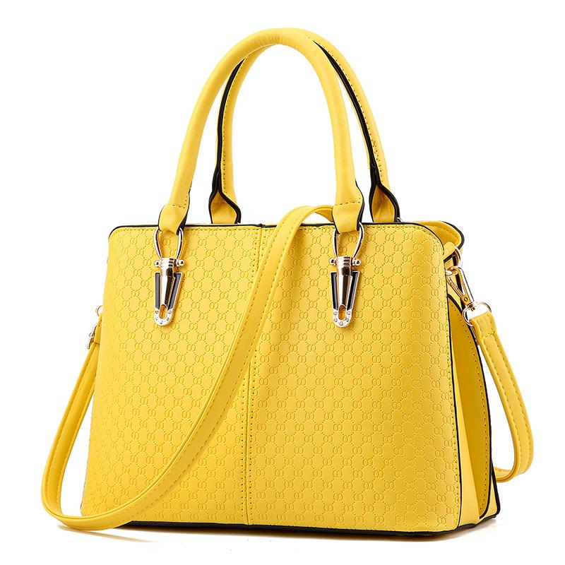 ขายส่ง กระเป๋าผู้หญิง ถือและสะพายข้างแฟชั่นสไตล์ยุโรป เรียบหรู แต่งลายOO รหัส KO-486 สีเหลือง