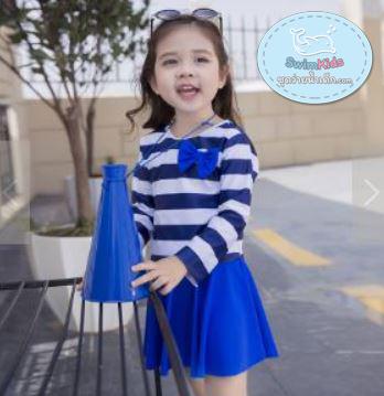 ชุดว่ายน้ำเด็กหญิง แขนยาวลายทางสีน้ำเงิน - ขาว พร้อมหมวก