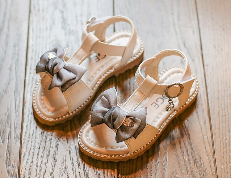 รองเท้าเด็กแฟชั่น สีขาว แพ็ค 5 คู่ ไซต์ 26-27-28-29-30