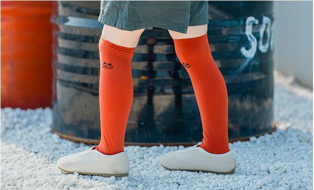 ถุงเท้ายาว สีแดงอิฐ แพ็ค 12 คู่ ไซส์ L ประมาณ 6-8 ปี
