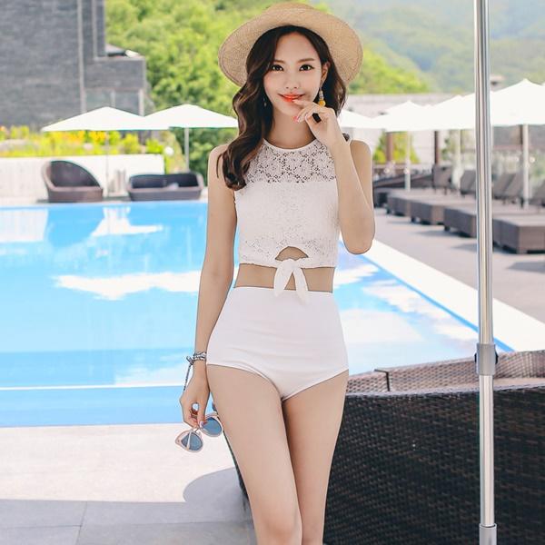 ชุดว่ายน้ำ สีขาวผ้าลูกไม้ ด้านหลังซีทรู กางเกงเอวสูง