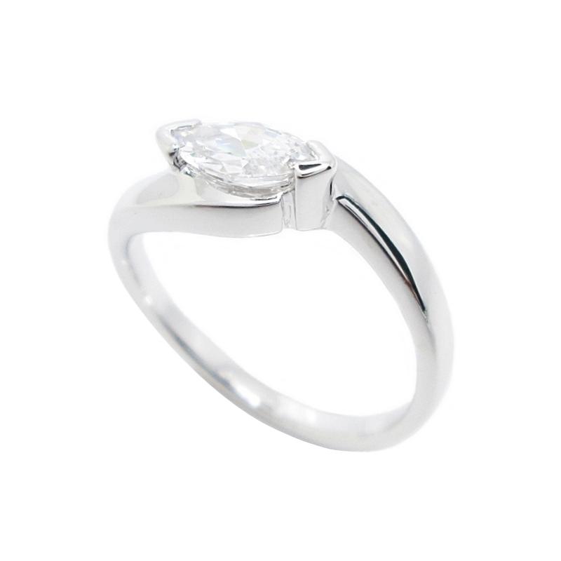 แหวนประดับเพชรมาคีย์ก้านแยกชุบทองคำขาว