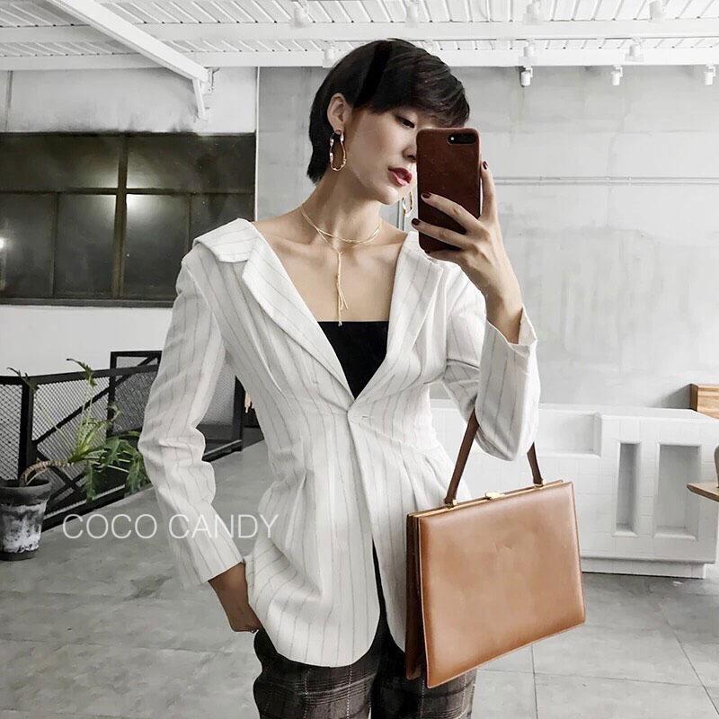 เสื้อคลุมแฟชั่น V Neck Pattern one-Button Blazer สีขาว