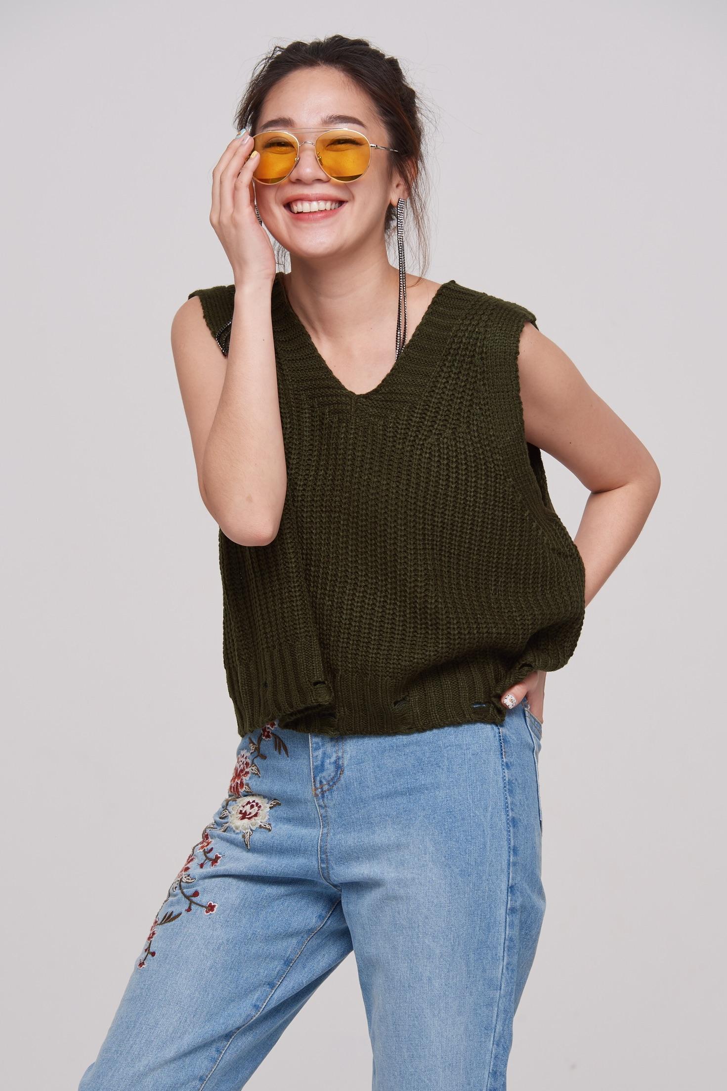 เสื้อคอวีแฟชั่นสีเขียว