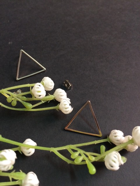 Medium triangle earrings