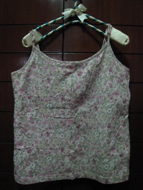 เสื้อยืดสายเดี่ยว ลายดอกไม้ สีชมพูม่วงอ่อน ยี่ห้อ Gap แท้ๆ สภาพเยี่ยมจ้า