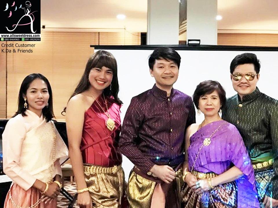 รีวิวชุดไทยแฟชั่นบุพเพสันนิวาสท่านหมื่น ชุดการะเกดที่เช่าไปเฉิดฉายที่ประเทศญี่ปุ่นจากคุณดา จรัลสนิทวงศ์ที่มาใช้บริการเช่าชุดของ allsweetdress ค่ะ ภาพที่ 3 รวม 5 คน