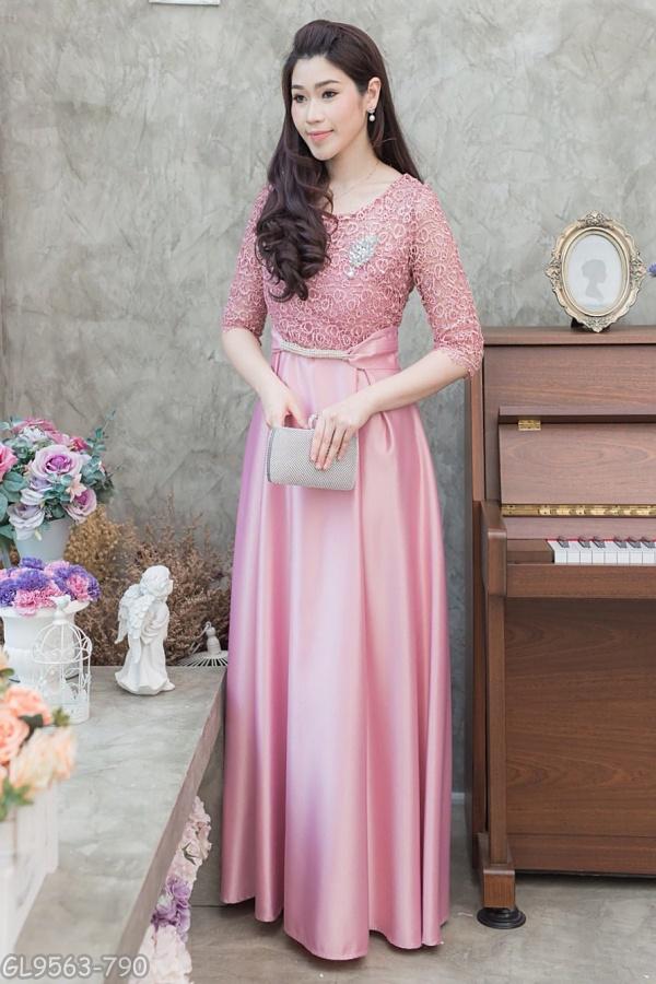 (Size XL) ชุดไปงานแต่งงาน ชุดไปงานแต่ง ชุดราตรียาวสีชมพู ชุดแมกซี่เดรส แขนสามส่วน ด้านบนทางร้านใช้ผ้าลูกไม้ปักเลื่อม นำเข้าจากฝรั่งเศส ที่อกมีเย็บเสริมฟองน้ำดันทรง