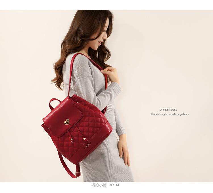 กระเป๋าหนังสะพายหลัง สีแดงสีสันเจ็บๆ สะพายไปไหนก็เด่นสะกดทุกสายตา