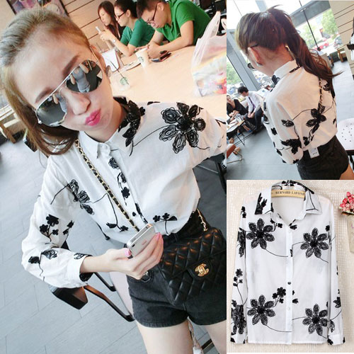 (สินค้าพร้อมส่งค่ะ) เสื้อแฟชั่นเกาหลี คอปก แขนยาว ผ้าฝ้ายทอเส้นเป็นรูปดอกไม้ทั้งตัว กระดุมหน้า – สีขาว