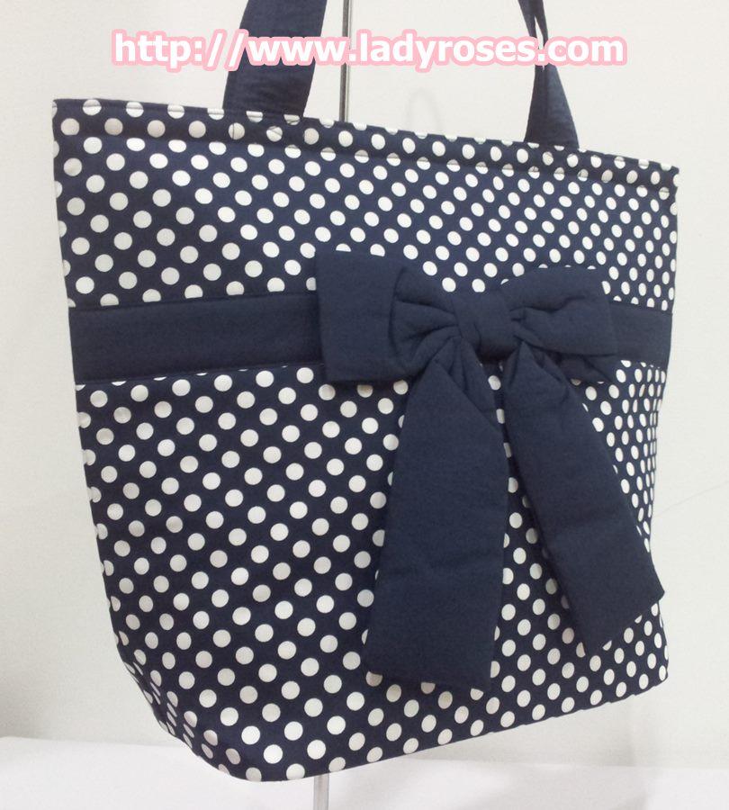 กระเป๋าสะพาย นารายา ผ้าคอตตอน ลายจุด พื้นสีน้ำเงิน จุดสีขาว ผูกโบว์ (กระเป๋านารายา กระเป๋าผ้า NaRaYa กระเป๋าแฟชั่น)