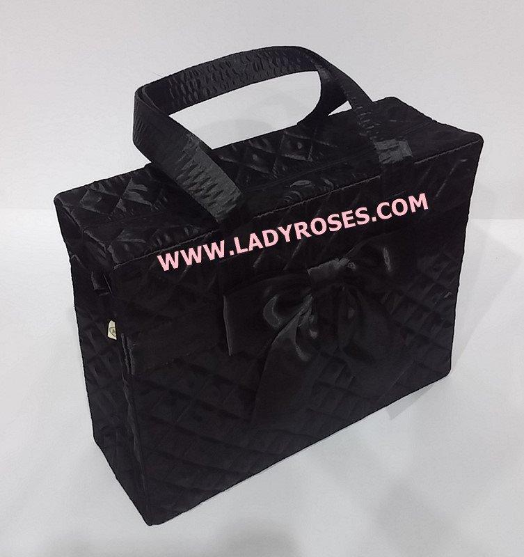 กระเป๋าสะพาย นารายา ผ้าซาตินมัน สีดำ ทรงสี่เหลี่ยม ผูกโบว์ด้านหน้า (กระเป๋านารายา กระเป๋าผ้า NaRaYa กระเป๋าแฟชั่น)