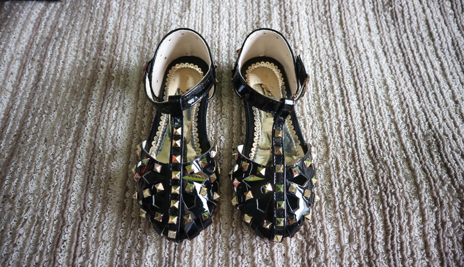 รองเท้าคัทชูเด็กรัดส้นสีดำ
