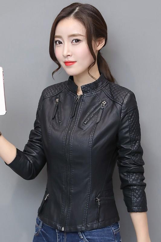(พร้อมส่ง) เสื้อกันหนาว เสื้อแจ็คเก็ต เสื้อหนังแฟชั่น สีดำ คอจีน ตัวสั้น เสื้อแจ็คเก็ต เสื้อหนังแฟชั่น พร้อมส่ง สีดำ คอจีน หนังนิ่ม ใส่สบาย ดีเทลหัวไหล่เก๋ แขนยาว แต่งลายตารางช่วงแถบแขน สุดเท่ห์