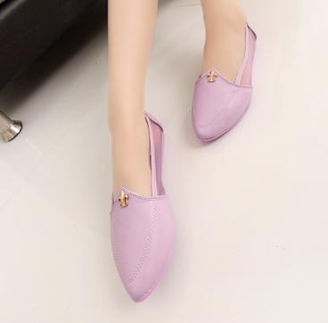 Pre Order - รองเท้าแฟชั่น สีหวาน ด้านข้างเป็นแบบซีทรู สี : สีชมพู / สีม่วง / สีขาว