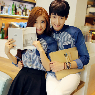 Pre Order เสื้อคู่รักเกาหลี เสื้อเชิ้ตยีนส์แขนยาว คอปก แต่งลายขวาง มีด้านหน้ากระเป๋า2ข้าง มี2สี