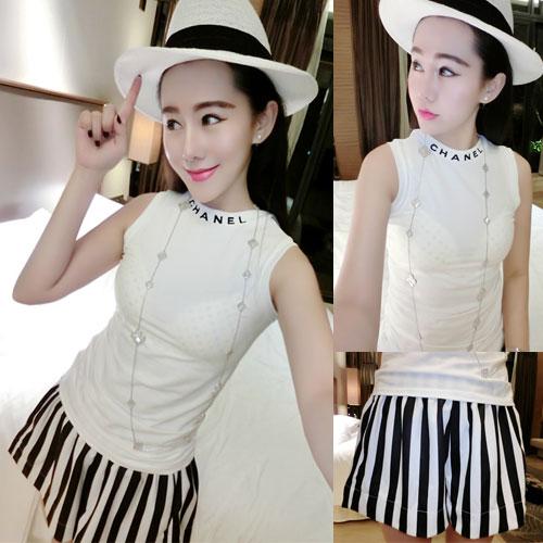 ++สินค้าพร้อมส่งค่ะ++ชุดเซ็ทแฟชั่นเกาหลี เสื้อคอกลม แขนกุด พิมพ์ Chanel ต้นคอ+กางเกงขาสั้น ลายริ้วตัวเก๋ขากว้าง น่ารัก – สีขาว