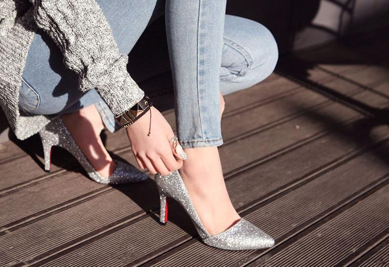 Pre Order - รองเท้าแฟชั่น ประกายเพชร หรูหรา ส้นแหลม สูง 8cm สี : สีเงิน / สีดำ
