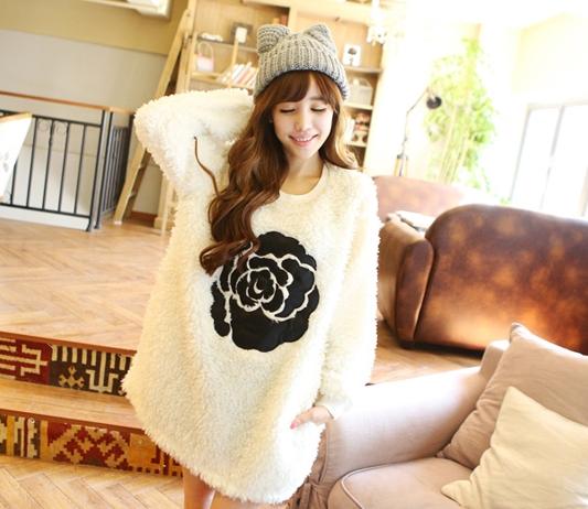 Pre Order - เสื้อกันหนาวแฟชั่นเกาหลี ขนสัตว์นำเข้า มีความนุ่มสบาย : สีขาว / สีดำ