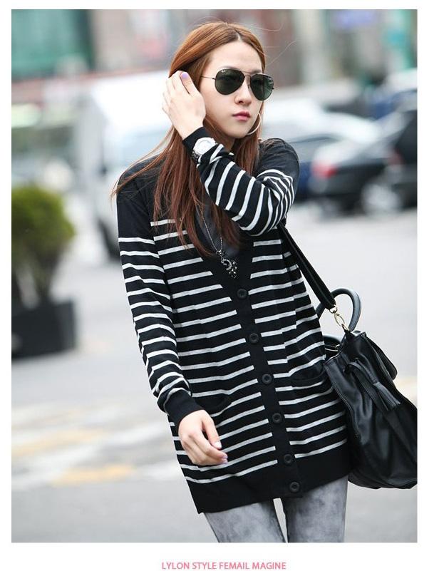 Qian Yi *Pre-order*เสื้อคลุมไซส์ใหญ่ แขนยาว ลายแขวาง ขาวดำ
