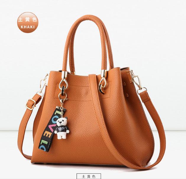 พร้อมส่ง กระเป๋าถือและสะพายข้าง ผู้หญิง แฟชั่นเกาหลี รหัส Yi-1803 สีน้ำตาล 1 ใบ *แถมจี้แพนด้า