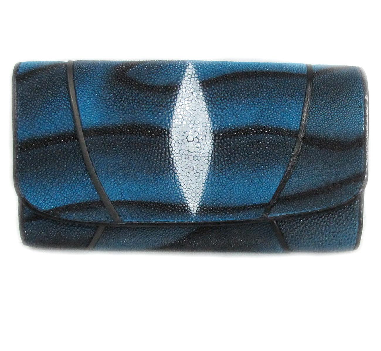 กระเป๋าสตางค์ปลากระเบน แบบ 3 พับ เม็ดใหญ่ ลวดลาย คลื่นน้ำ สีน้ำเงิน และตัดด้วยสีดำ คุ้มค่า เพราะมีช่องใส่บัตรต่าง ๆหลายช่อง Line id : 0853457150